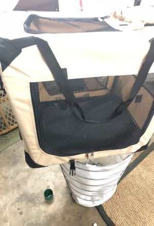 Great condition portable dog kennel good for a dog up to 50 pounds for Sale in Los Angeles, CA