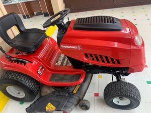 """YardMachine 42"""" Lawn Tractor for Sale in Charlotte, NC"""