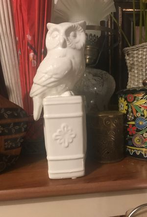 White ceramic Owl Bookend (1 only) for Sale in Wildomar, CA