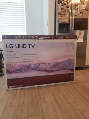 50 inch smart tv and wall mount for Sale in Miami, FL