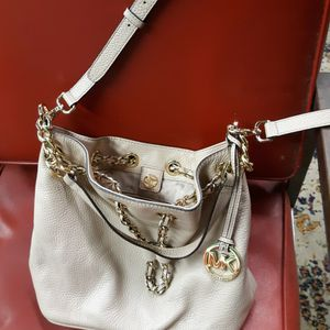 Mickeal kors Bag for Sale in Webster, MA