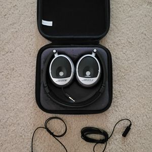 Bose Headphones 3.5 Jack EAR PIECES NEED TO BE REPLACED for Sale in Brentwood, CA