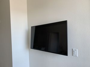 42 inch Sharp Roku Smart TV (mount included) for Sale in Los Angeles, CA