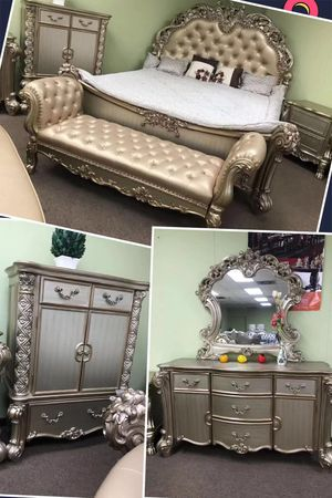 Brand new 6 pcs luxury gold color king bedroom set for Sale in Duluth, GA