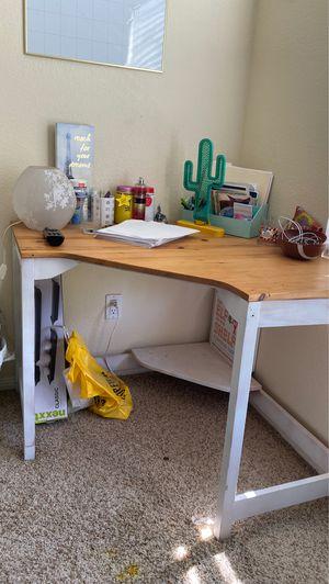 Corner desk for Sale in Corona, CA