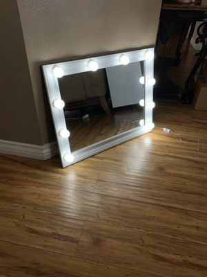 Vanity Mirror With Dimmable Lights for Sale in Rialto, CA