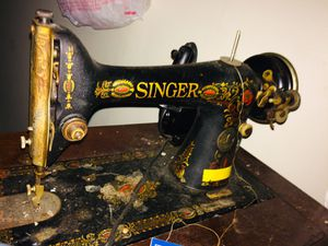 Singer sewing machine 1950s for Sale in West Point, MS