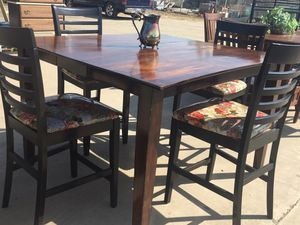 Beautiful dining table with 4chairs for Sale in Orosi, CA