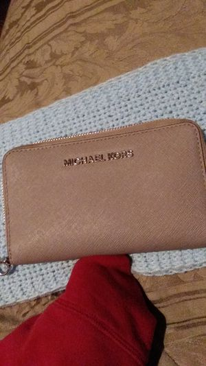 Michael Kors checkbook and card holder for Sale in Dallas, TX