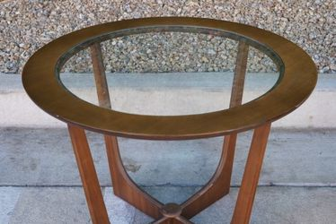 Beautiful Vintage Walnut Coffee Table Mid Century Modern for Sale in Calabasas,  CA