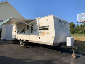 2009 32' flagstaff camper for Sale in Ellington, CT