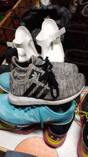 ADIDAS SIZE 4Y for Sale in Ringgold, GA