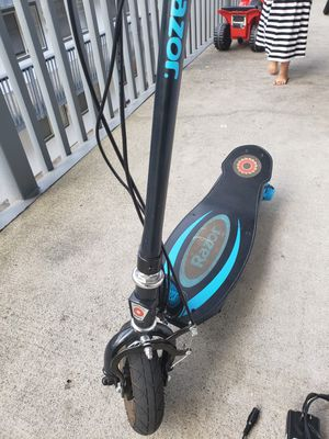 Razor electric scooter e100 with charger for Sale in Kent, WA
