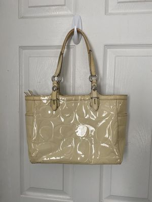 Coach gallery embossed patent tote bag for Sale in Corona, CA