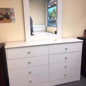 Compressed Wood Dresser 8 Drawer with Mirror for Sale in Long Beach, CA