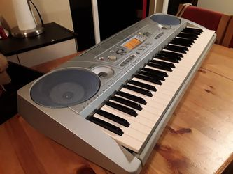 Yamaha Electronic 61-Touch Keyboard PSR-275  Touch-sensitive Keys, Backlit LCD, 100 Song, Styles, & Voices  for Sale in Shoreline, Washington