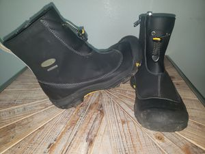Keen Size 4 (Big Kids) Waterproof Mid Side Zip Boots for Sale in Mill Creek, WA