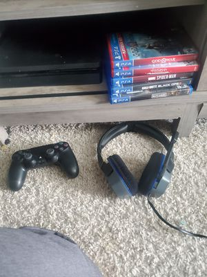 Ps4 500 gb 5 games headset and controller for Sale in Lexington, SC