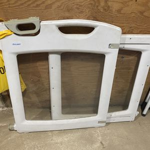 Lift Lock And Swing First Years Baby Gate for Sale in Los Angeles, CA