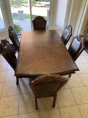 Wood dining room table/ kitchen table for Sale in Shelby Charter Township, MI