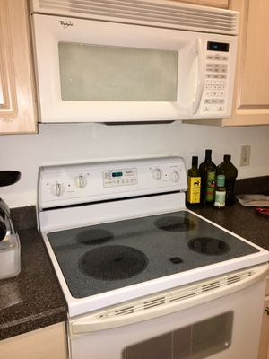 Set of Whirlpool appliances (fridge, dishwasher, microwave, oven) for Sale in Pompano Beach, FL