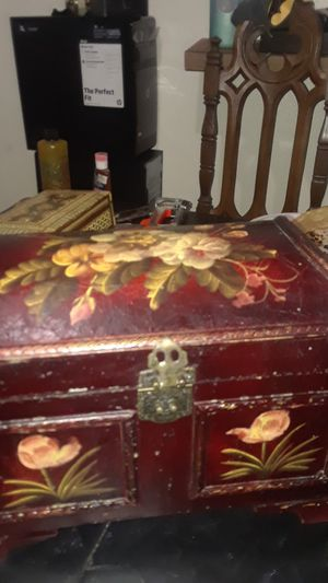 Chest box small one for Sale in Fresno, CA