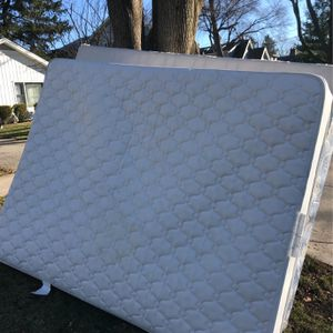FREE Queen Mattress and Boxspring - Curbside (corner of Liberty & Chase in Wheaton) for Sale in Wheaton, IL