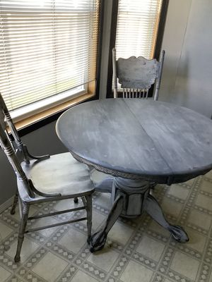 Dining table with 4 chairs and leaf for Sale in Puyallup, WA