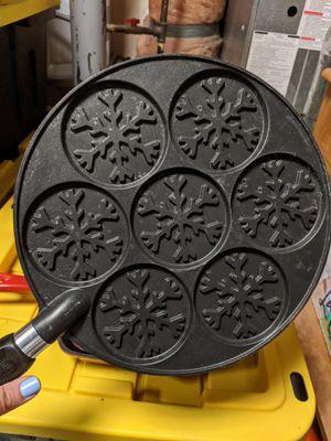 Disney Frozen 2- Snowflake Pancake Pan 01943 for Sale in Monroe, WA
