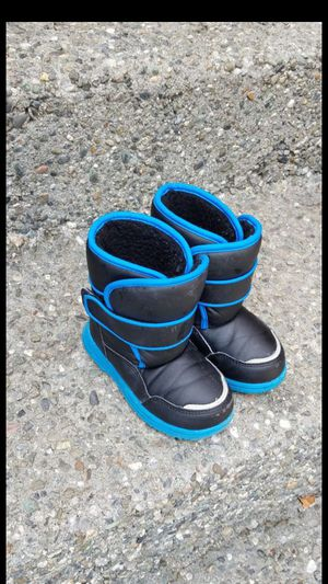 Boy / toddler kids snow boots size 9 for Sale in Everett, WA