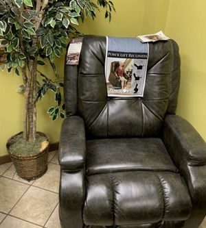 Power Lift And Reclining Chair W/ Remote for Sale in Harrisburg, PA