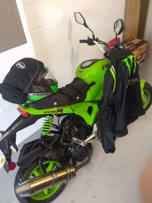 Only 300 miles . Selling with matching helmet and motorcycle jacket . Jacket was over 300 at the Kawasaki store . Helmet was 125 .. for Sale in Apopka, FL