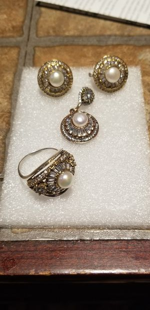 STUNNING PEARL WITH TOPAZ 3 PC SET for Sale in Fairfax, VA