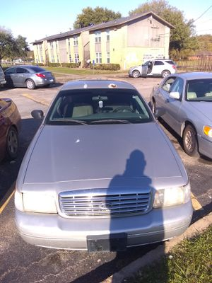 Crown Victoria Ford 05 for Sale in Houston, TX