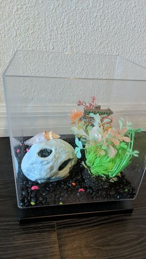 1.5 Gal Fish tank and all accessories for Sale in Clearwater, FL