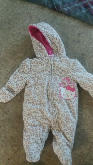 hello kitty snowsuit for Sale in Cleveland, OH