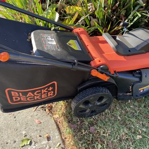 Black and decker electric mower for Sale in Buena Park, CA