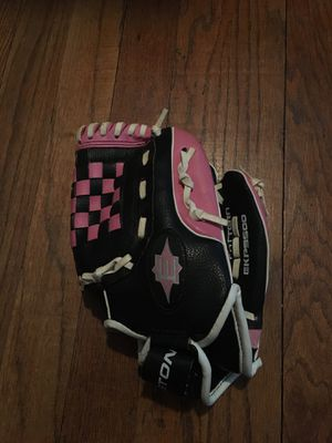 Little girls pink baseball/softball glove for Sale in Northlake, IL