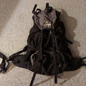 TETON Sports Explorer Internal Frame Backpack 65L for Sale in Maple Valley, WA