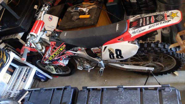 2006 Honda CRF250R Track bike, Runs Strong, lots of extras.