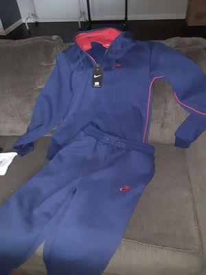 Sporty Nike suit for Sale in Columbia, SC