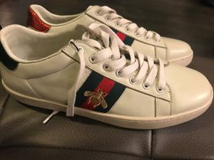 Gucci Women's Ace Bee embroidered sneaker unisex size 8.0 for Sale in Doral, FL