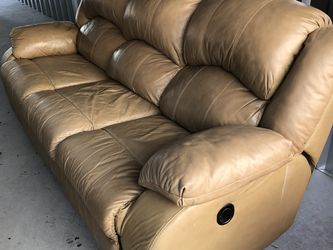 Beautiful Tab Leather Recliner Couch | FREE DELIVERY for Sale in Plymouth,  MA