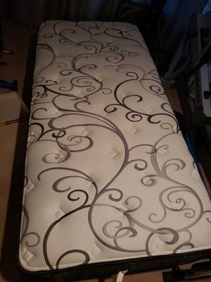 Long Twin Mattress - like new with pillow top for Sale in Sammamish, WA
