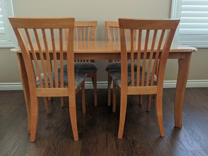 Wooden Dinning/Kitchen Table with 6 chairs for Sale in Santa Clarita, CA