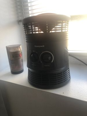 Honeywell mini heater for Sale in Jersey City, NJ