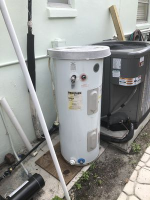 Hot water heater for Sale in Lake Worth, FL