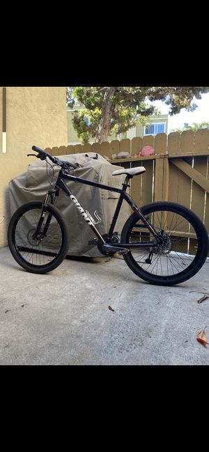 Giant mountain bike for Sale in San Diego, CA