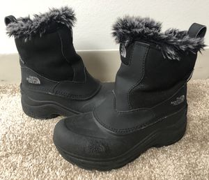 Girls black North Face winter boots, size 4 for Sale in Chicago, IL