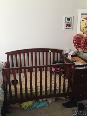 Crib with changing table for Sale in Richmond, VA